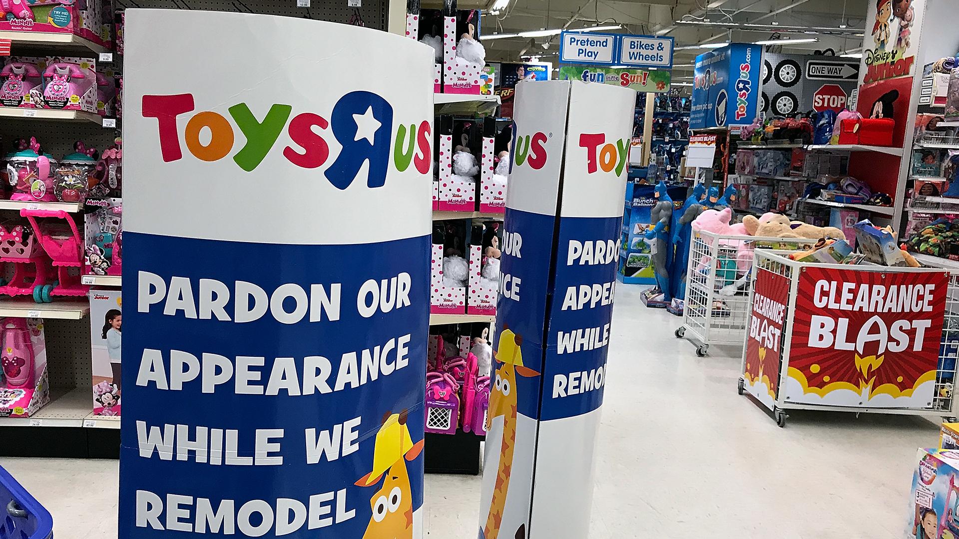 Toys R Us Interior-159532.jpg57391384