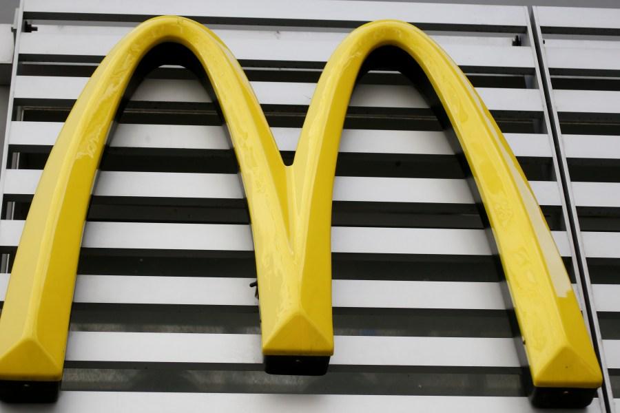 McDonalds_Happy_Meal_Changes_10083-159532.jpg24712944