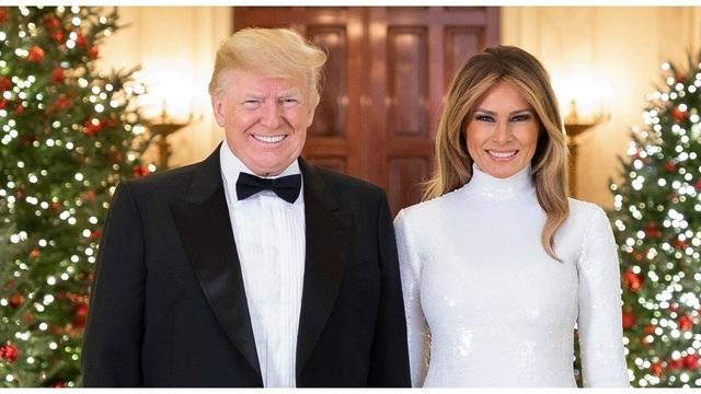 Trump Holiday Photo_1545240808122.jpg_65449006_ver1.0_640_360_1545247126807.jpg.jpg