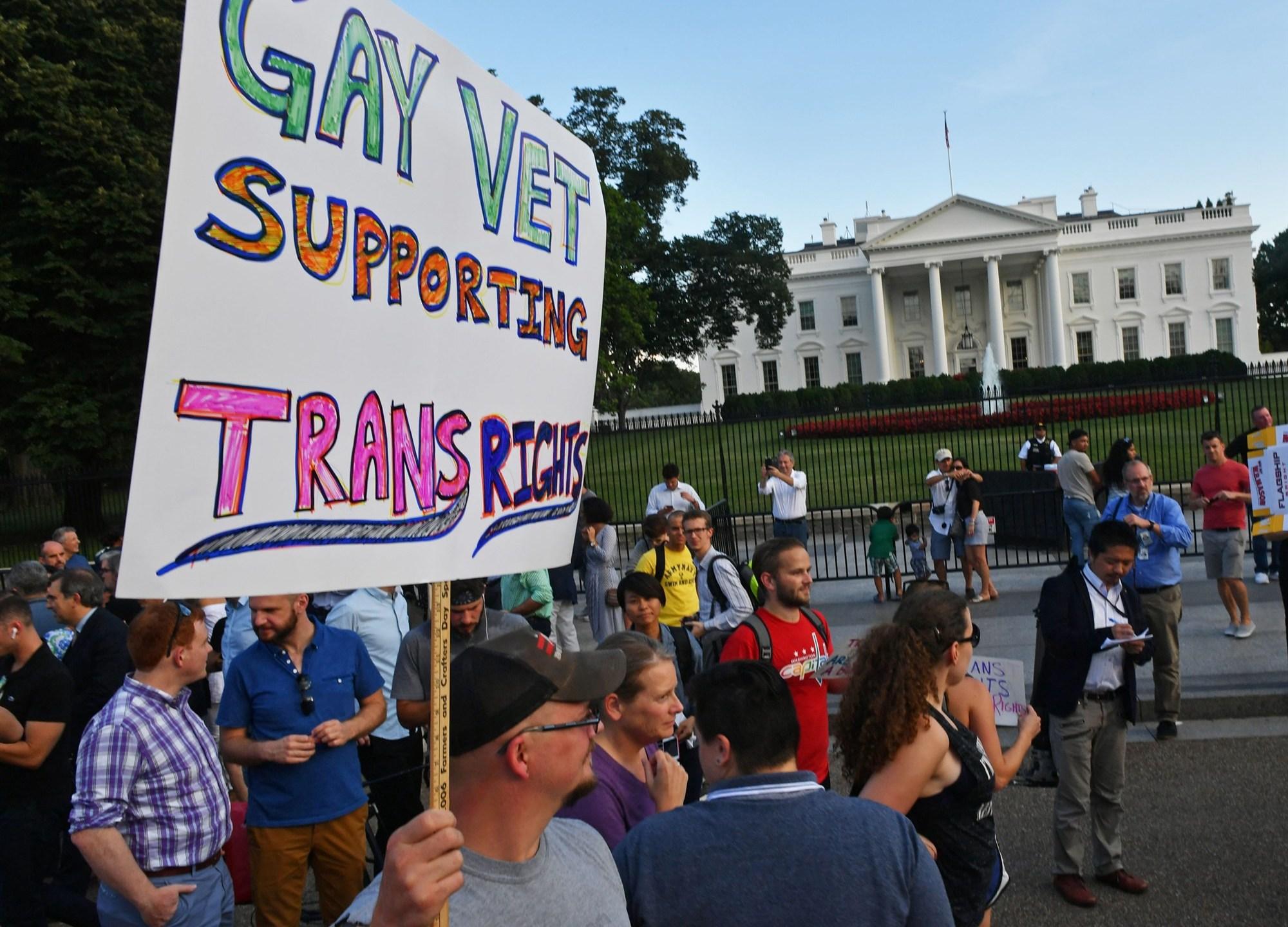 190122-transgender-military-ban-protest-cs-944a_798bd74f7561abad627108908e2ca261.fit-2000w_1548177317443.jpg