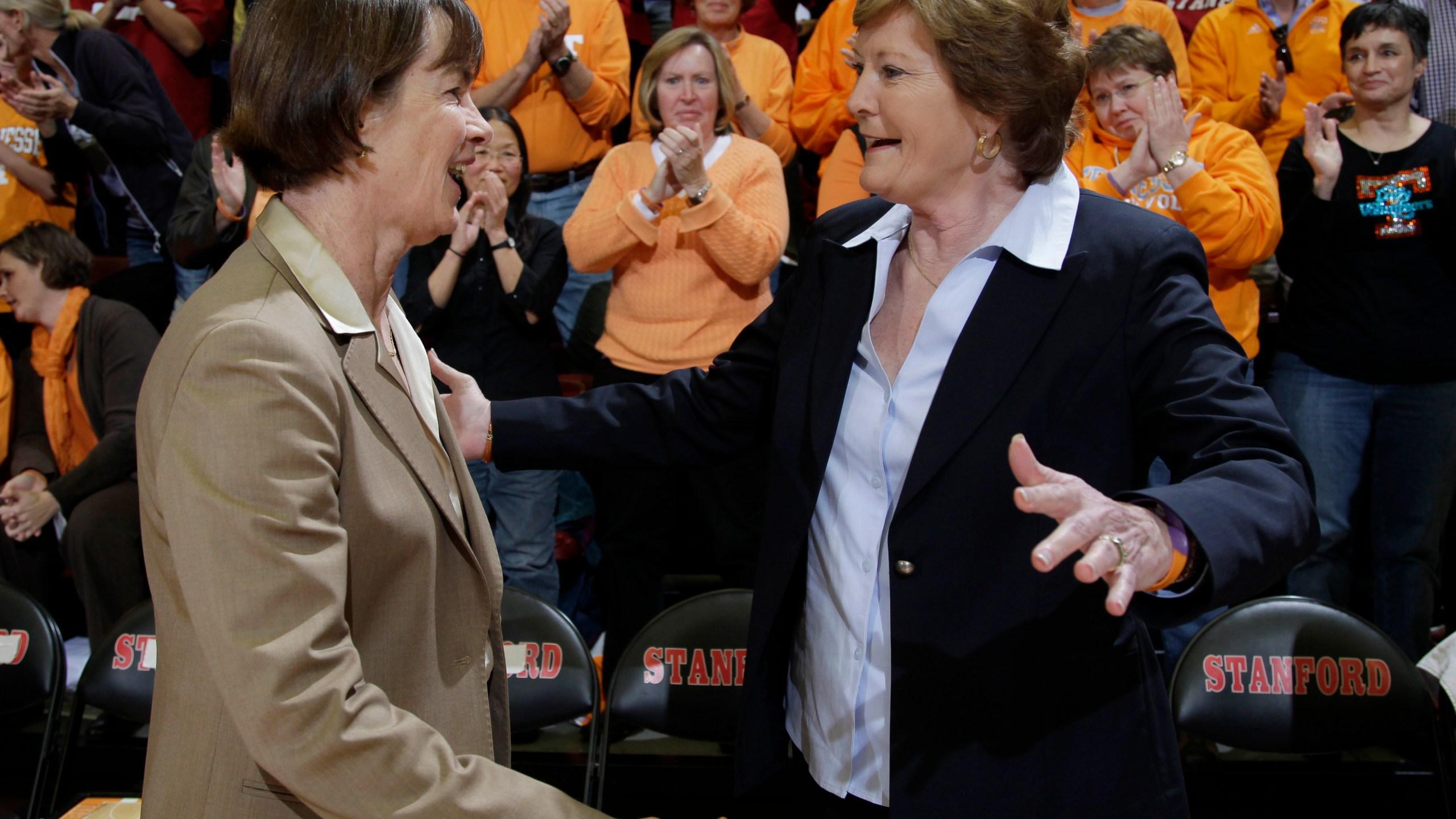 Stanford head coach Tara VanDerveer, Tennessee head coach Pat Summitt